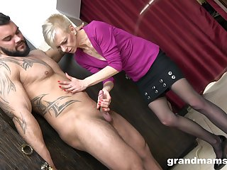 Skinny mature gets her hands superior to before nephew's huge dong