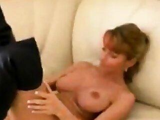 Deutsch Hausfrau macht ihn Cum On Her Perfidious Boots