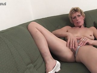 Horny Blonde Housewife And Say no to Trifle - MatureNL