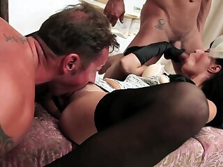 Throated brunette DP fucked in extreme scenes
