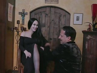 Morticia, cara mia, your pussy is so sweet