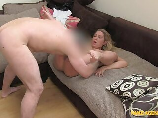 Young Blonde BabeGives Up On Will not hear of Modeling Dreams To Suck Cock