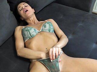 Hot Amateur Ill-lighted Masturbating