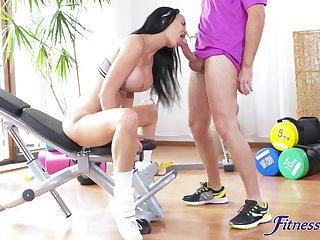 Beautiful MILF Jasmine Jae finds a stiff tool in advance gym