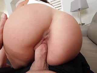 Cheerleader stopped up blowjob queen