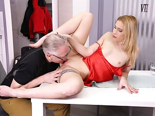 DADDY4K. Unfaithful blondie convinces boyfriends old dad