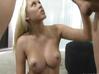 Tiro homemade video of a blonde chick doing a lap-dance
