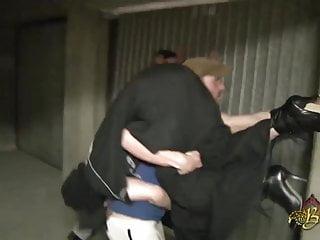 Beurette baisee sauvagement dans un garage par 2 mecs