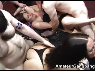 2 MILFs give blowjobs and get fucked by different guys