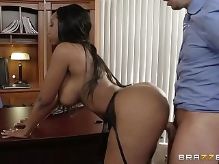 amazing women gets her big butt pounded by a stranger's oversize penis