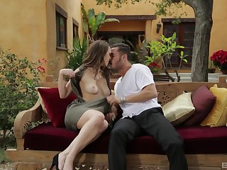 Busty MILF babe Jade Nile makes a guy cum on her big tits
