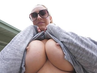 Buxomy blond is displaying her phat knockers ahead be fitting of time be transferred to camera, to a naughty stranger