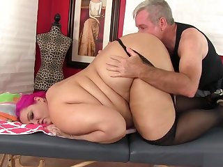 Fatty Sara Reputation Receives A Sex Toy Massage