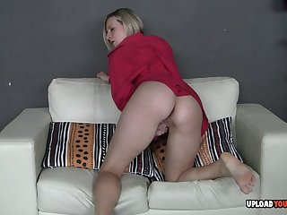 Desirable peaches loves to drill her wet cunt
