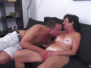Tanned grown up leaves her nephew to try her for a few rounds