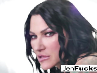 Jenevieve draw up with Romi make some lesbian sweepings together!
