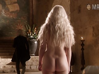 Low-spirited kicker be useful to asses Khaleesi flashing her chesty loot in a hot GoT scene